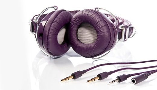 The W-Series utilises Audio Chi's Structural Acoustics™ Technology which boasts one of the headphone world's most exclusive sound units, the Titanium-Mylar Driver. This is a sure fire way of combining flawless sound, creative design and comfort.