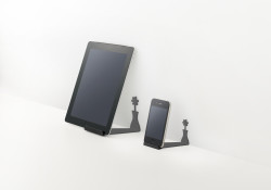 This is the new iphone + ipad stand for ELECOM. Designed by nendo, the stand seems to cast a shadow like a single flower in a vase. A design that plays with the illusion of presence and absence by abstractly imitating the shadows created by light shone on an object.