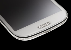 We can find so many swarovski edition of iPhone, BlackBerry, or other gadgets. But the Amosu Couture Samsung Galaxy S3 Swarovski Edition is mentioned as the world's first of its kind. Coming with 500 swaroski diamonds in laid in its bezel and 16 Swarovski Crystallized Elements in the home key […]