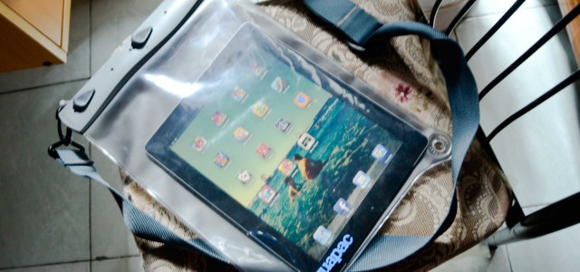 Aquapac is the third iPad 3 case I have in my hand. I have owned an Apple's Smart Cover and a casual messenger bag before I get this waterproof housing. Designed like a bag with a common shoulderstrap, Aquapac is simple to use waterproof case for iPad to protect it […]