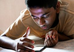 """""""smartphone teen""""(CC BY 2.0)bypabak sarkar In an age where phones can do a number of the same jobs as laptops, and laptops can in many ways emulate phones, which of the two would be harder to live without? When thinking about smartphones and laptops, there is no doubt that smartphones […]"""